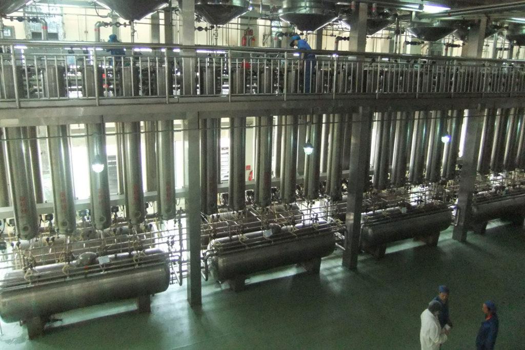 原料製造 カラム工場